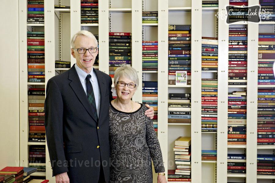 013-wedding-photos-with-books